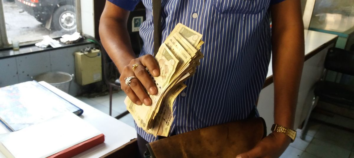 'I haven't eaten all morning': Chaos on the streets as Indians struggle to break Rs 500 notes