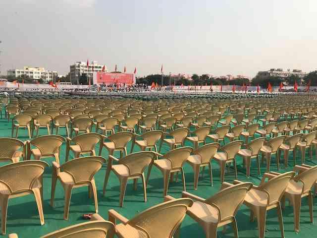 श्री राजपूत करणी सेना की हुंकार रैली में खाली पड़ी कुर्सियां|फोटो - पुलकित भारद्वाज