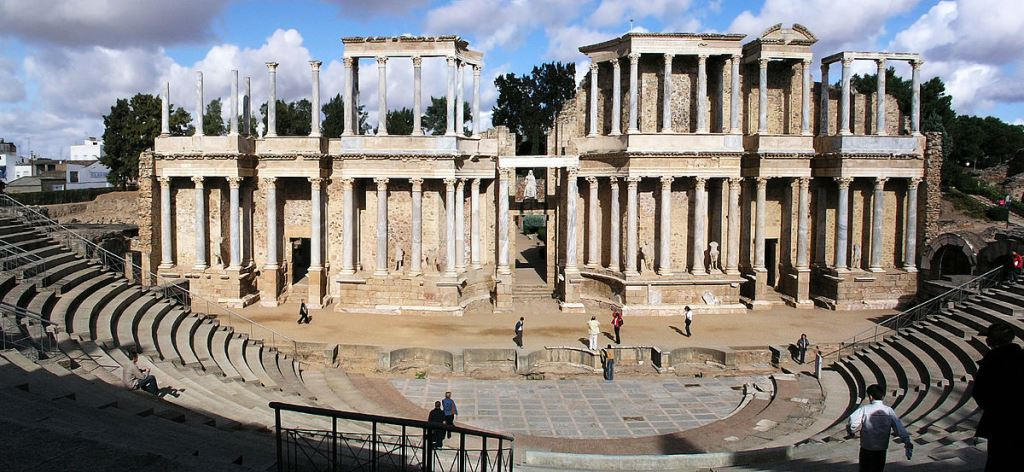 Roman theatre in Merida, Spain. Image credit: Wikimedia Commons [CC BY-SA 3.0].