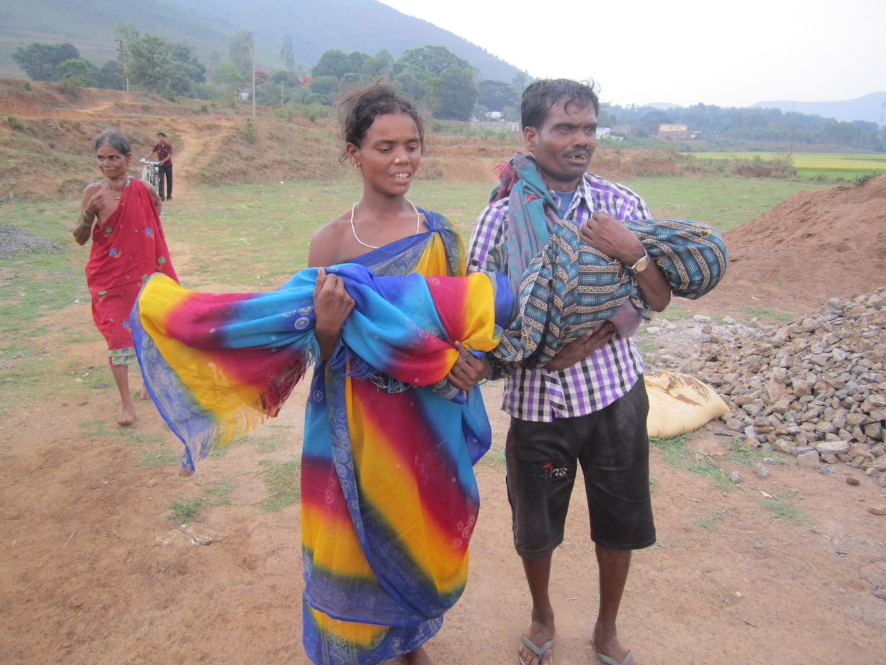 Jana Kadraka and his wife carrying their dead son. Photo: Sarada Lahangir.
