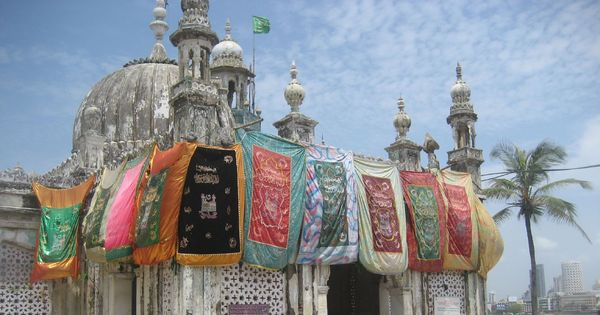 6-week stay on Mumbai High Court order lifting ban on women inside inner sanctum of Haji Ali Dargah
