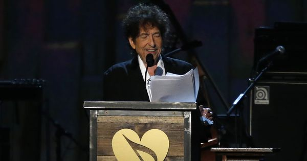 Bob Dylan website retracts acknowledgement of Nobel Prize for literature