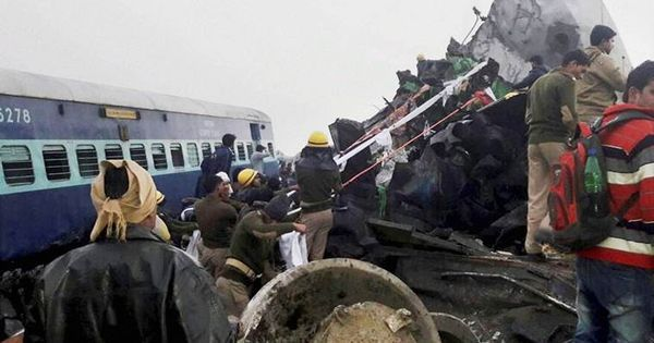 Video: Mumbai train jumps onto platform at Churchgate, no casualties reported