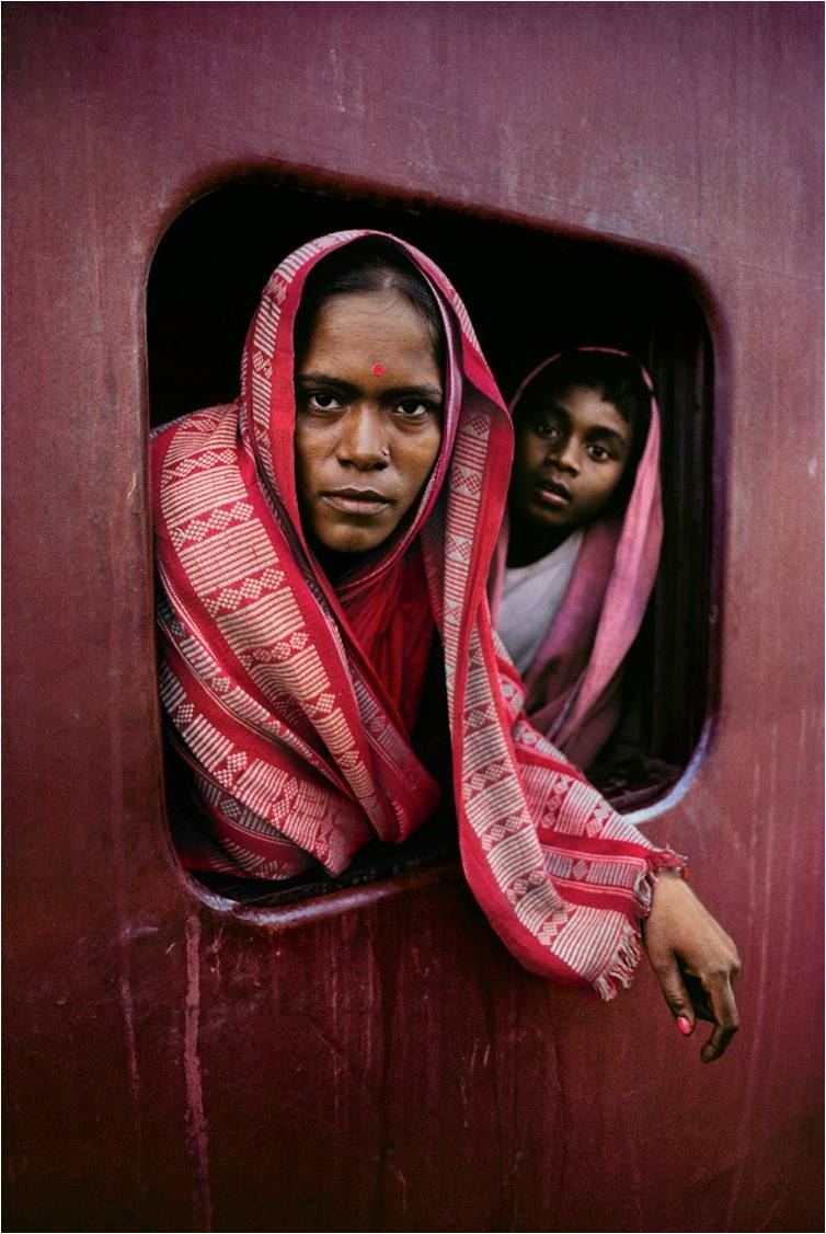 Woman and child on the Howrah Mail train en route to Kolkata, West Bengal, 1982. (Photograph by Steve McCurry. Courtesy Phaidon/Roli Books)