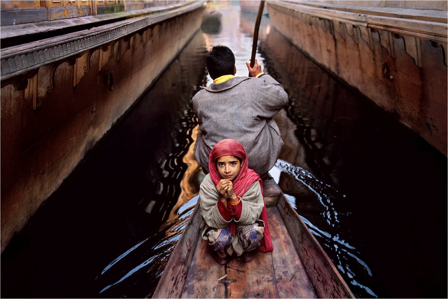 Father and daughter on Dal Lake, 1996. (Photograph by Steve McCurry. Courtesy Phaidon/Roli Books)
