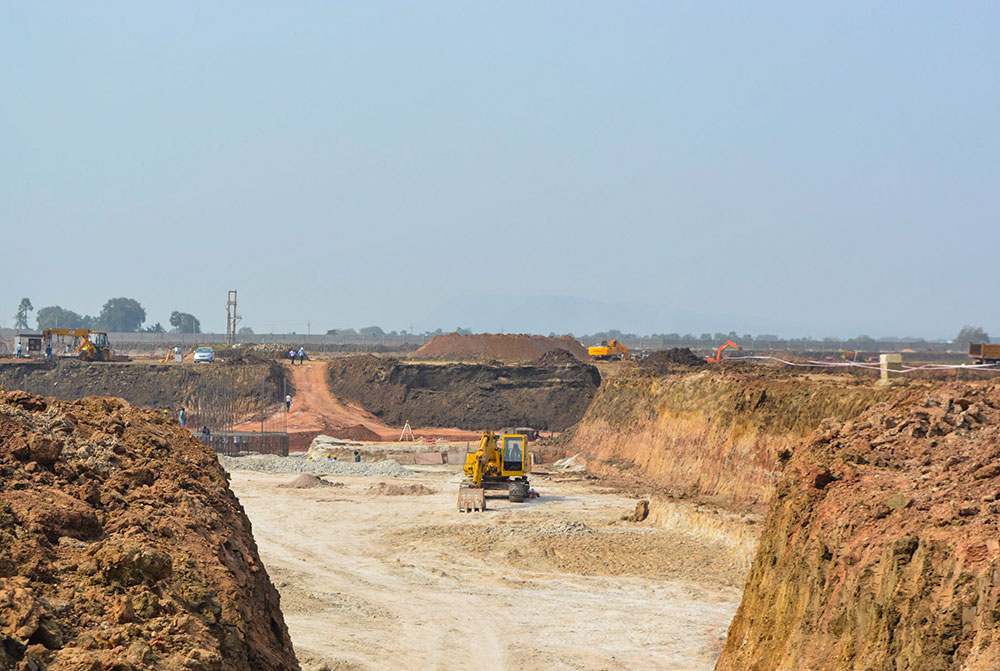Construction at the Bhadradri Thermal Power Plant in Manuguru. Site supervisors can be seen climbing up the road. Photo credit: Ayesha Minhaz