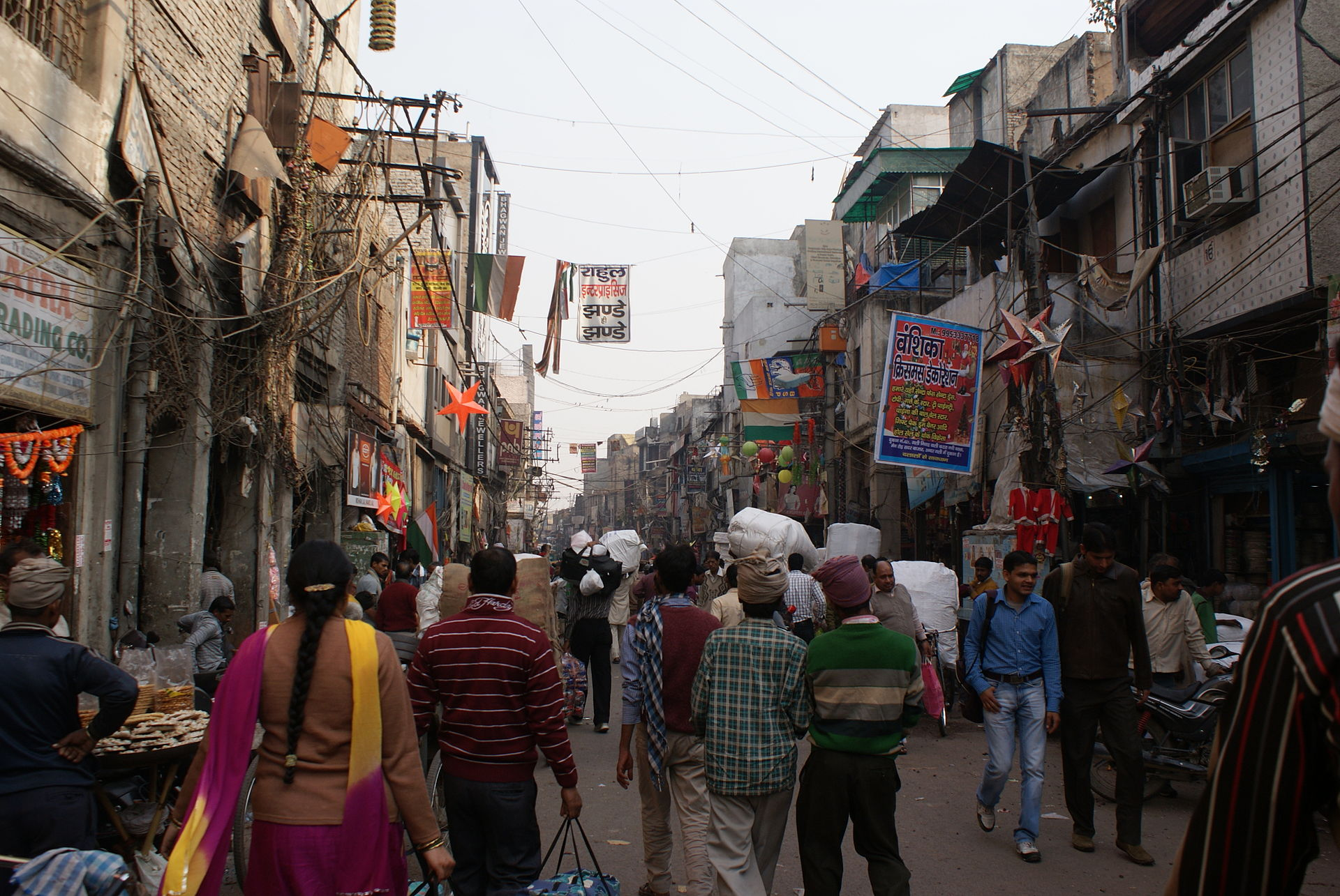 The lanes of Sadar Bazaar. Credit: Wikimedia Commons