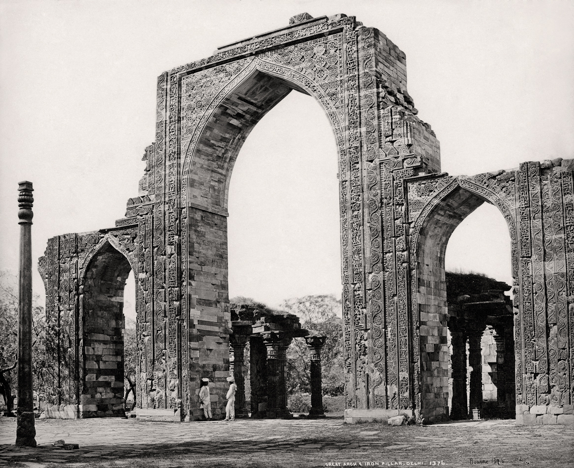 Delhi, The Great Arch and the Iron Pillar at Qutub Minar/Samuel Bourne, c. 1860. Courtesy: MAP/Tasveer