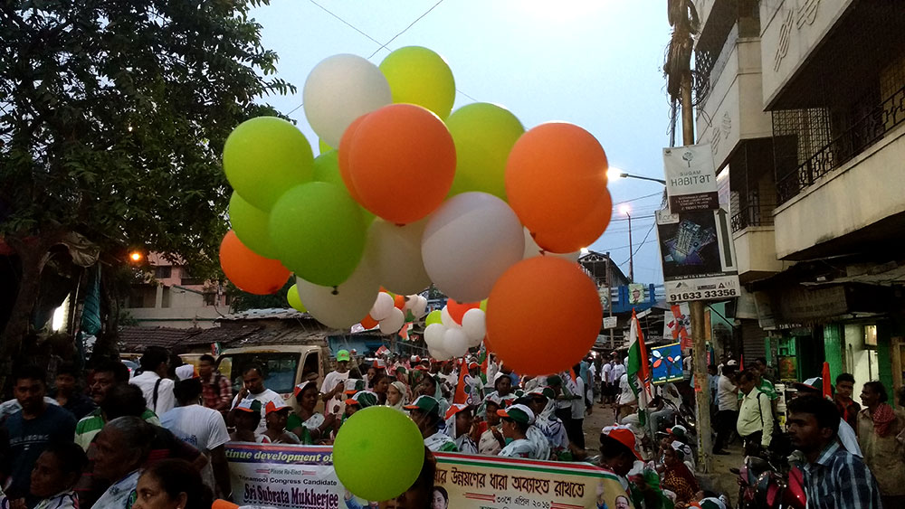 Balloons in the Trinamool colours.