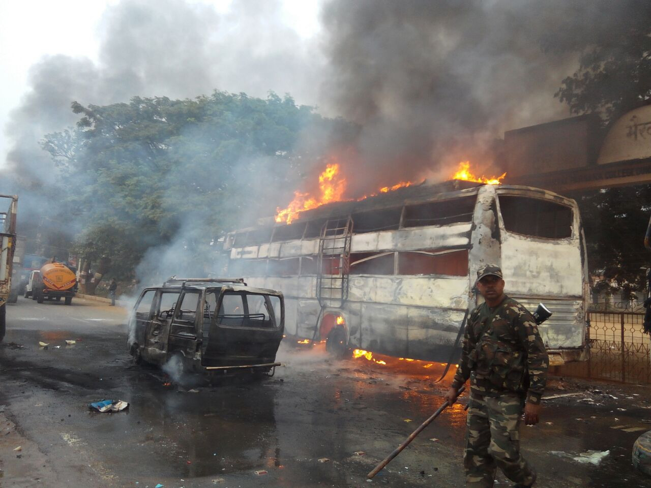 Protestors set fire to vehicles in Dumka. Image credit: Manob Chowdhury