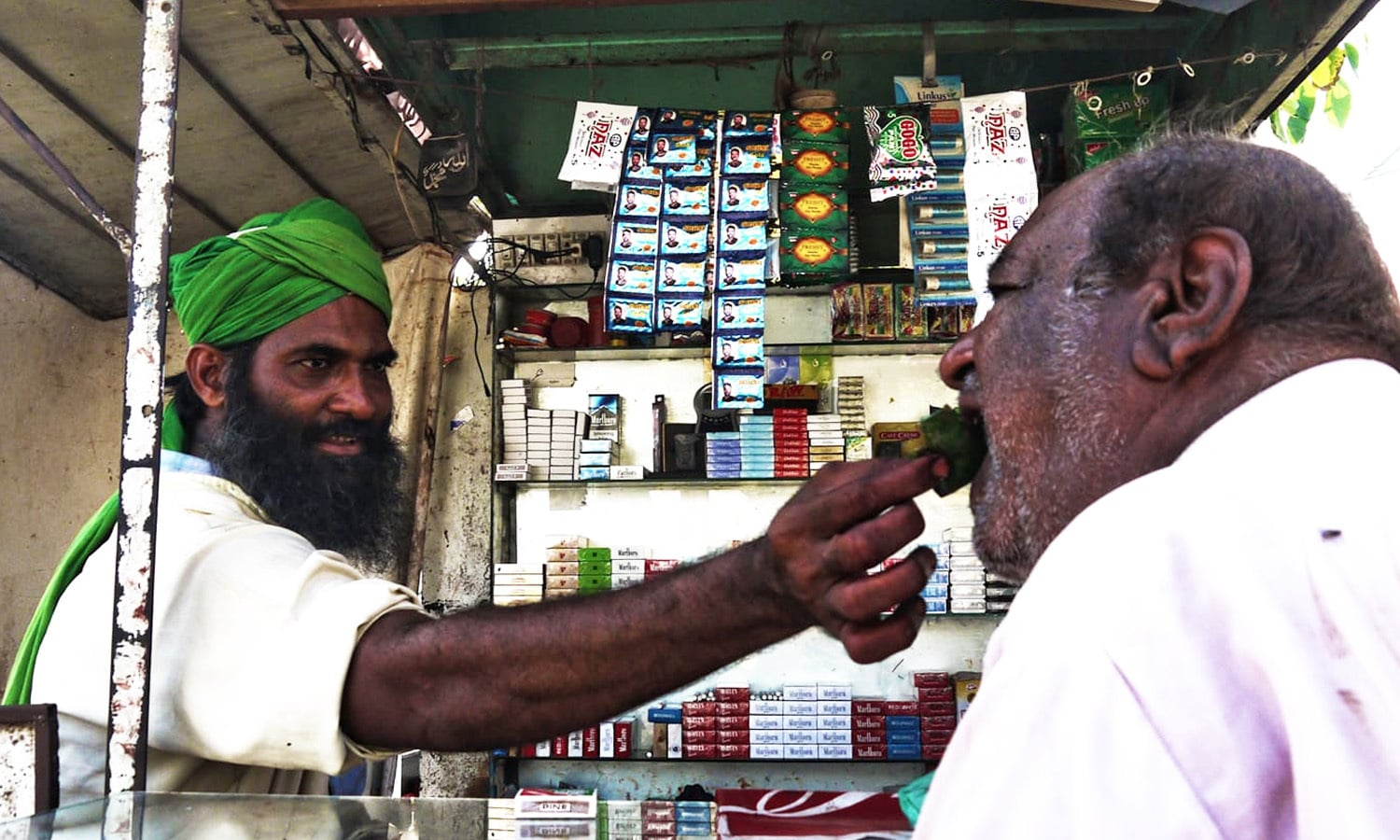 Sultan Hussain at Ghulam Yasin's paan stall on Sindhi Muslim Road.