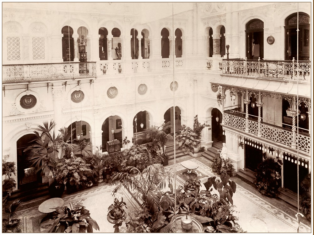 Esplanade House courtyard, Mumbai. Courtesy: Tata Central Archives
