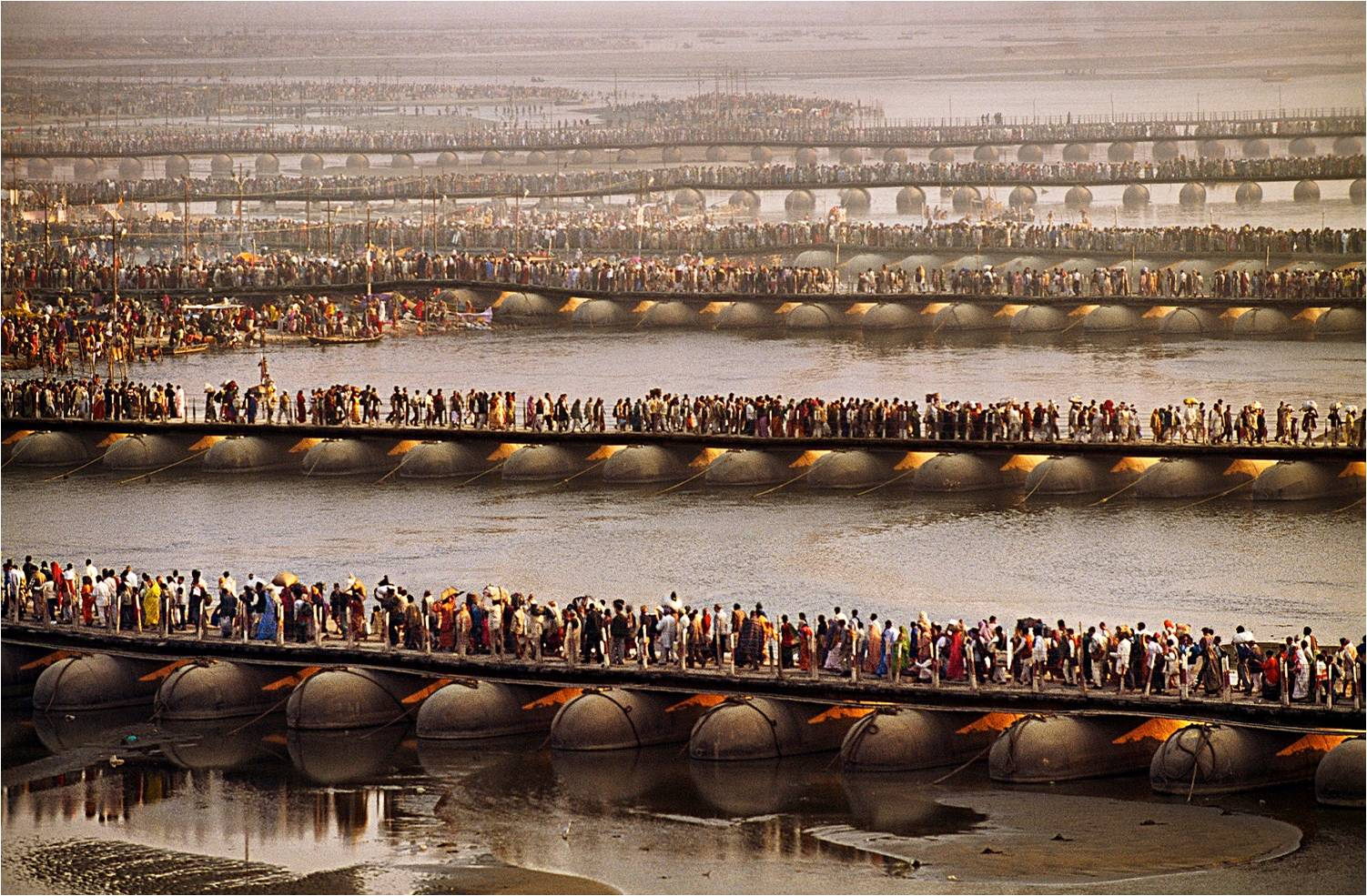 Crowds gather for the Kumbh Mela, 2001. (Photograph by Steve McCurry. Courtesy Phaidon/Roli Books)