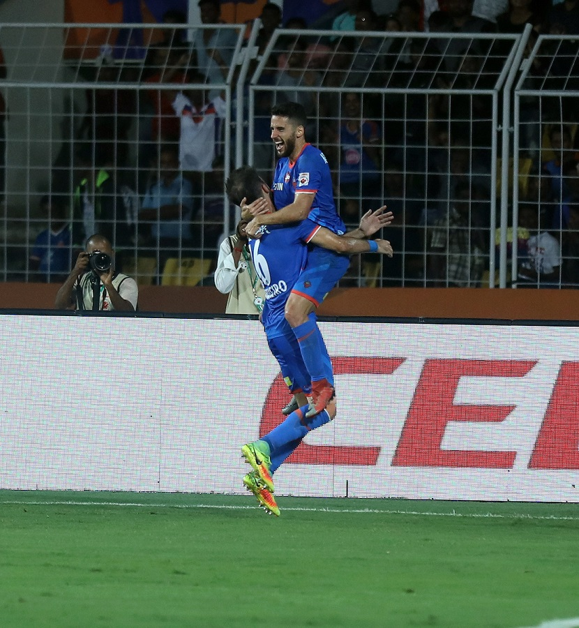 FC Goa outclass Delhi Dynamos to top ISL table