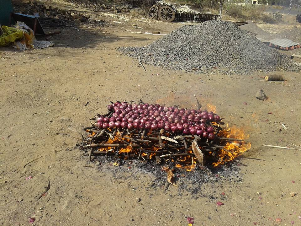 Onions being roasted for Yesur, a spicy masala. Courtesy: Shahu Patole