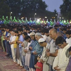 Watch: Three thousand people gathered in Srinagar for a record-breaking iftar party