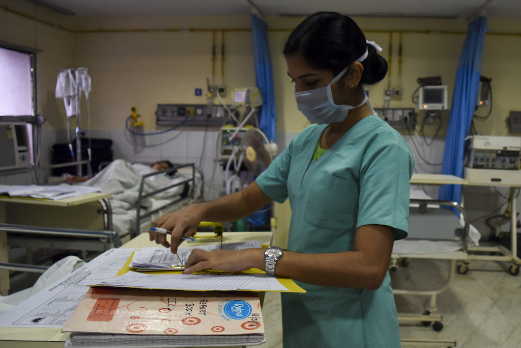 A nurse completes administrative formalities of a patient who has undergone an abdominal hernia operation.