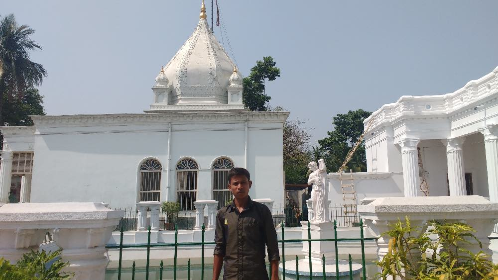Harihar Das outside Jagat Seth's Jain temple