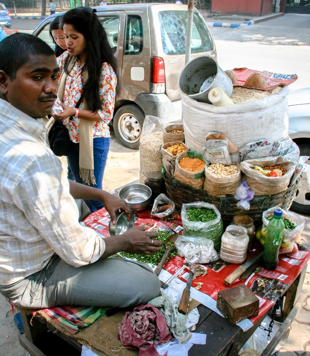 A 'muri' vendor on Kolkata's Camac Street. Credit: Wikimedia Commons