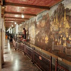 How did the Ramayana come to adorn the walls of Thailand's most revered Buddhist temple?