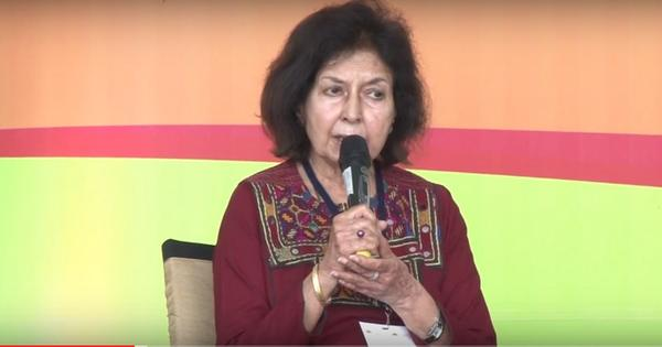Is writer Nayantara Sahgal being hypocritical by returning her Sahitya Akademi award?