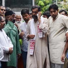 आयकर विभाग ने योगेंद्र यादव के परिवार के ठिकानों से 27 लाख रुपए नगद ज़ब्त किए