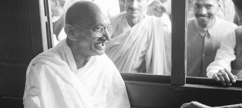 गांधी, जो अपने ही देश में अफवाह बन गए हैं