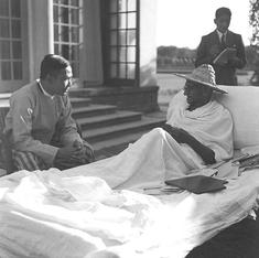 Listen, people of the world, to the immortal story of Gandhi, sings Mohammad Rafi