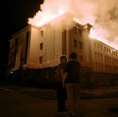 Renewed violence in east Ukraine threatens ceasefire