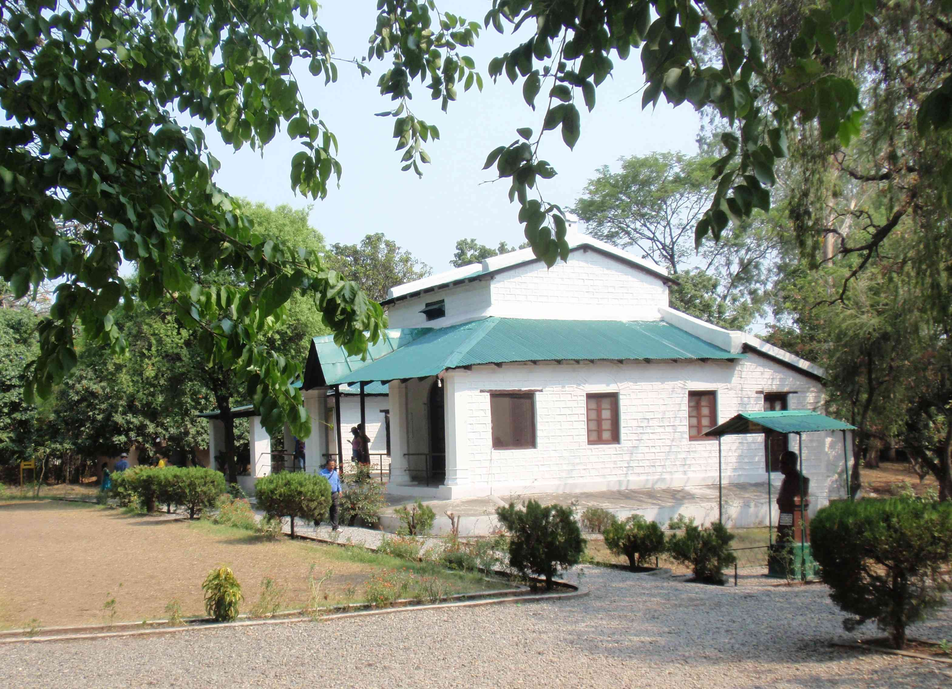 Jim Corbett's bungalow in Kaladhungi presents the image of a typical English bungalow with lawns, hedges and trees