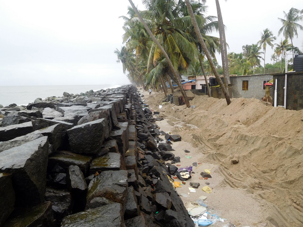 A sand bund next to sea wall in Chellanam. (Photo credit: TA Ameerudheen).