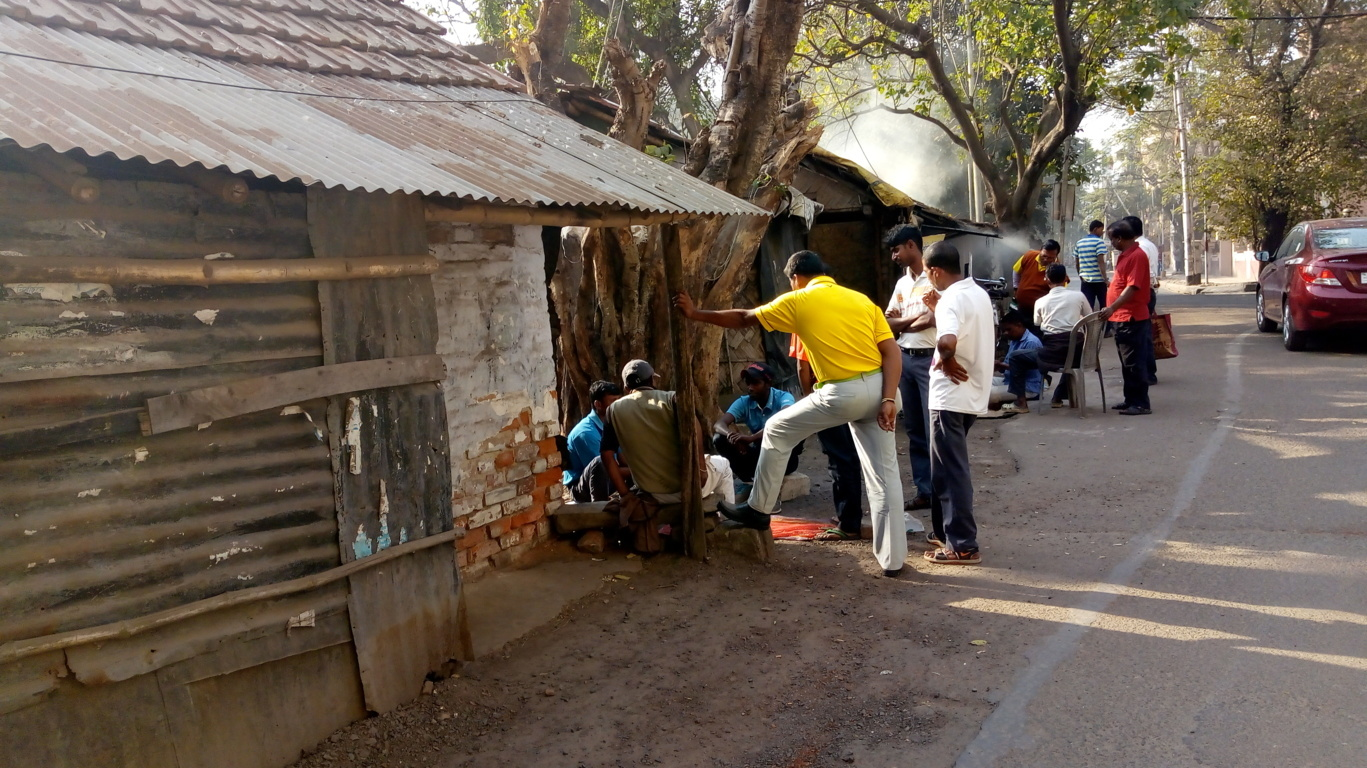 Caddies gather around for a game of cards. (Image courtesy: Arka Bhattacharya)