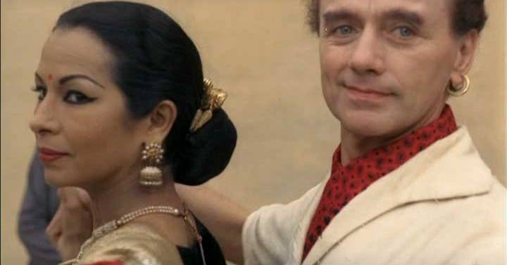 Sujata and Asoka in 'Juliet of the Spirits'.