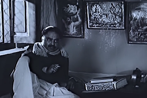 Charuprakash Ghosh in Abhijan (1962). Courtesy Abhijatrik.