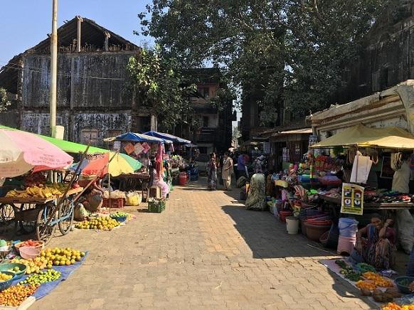 The market at Umbergaon. Photo by Venkataraghavan Rajagopalan.