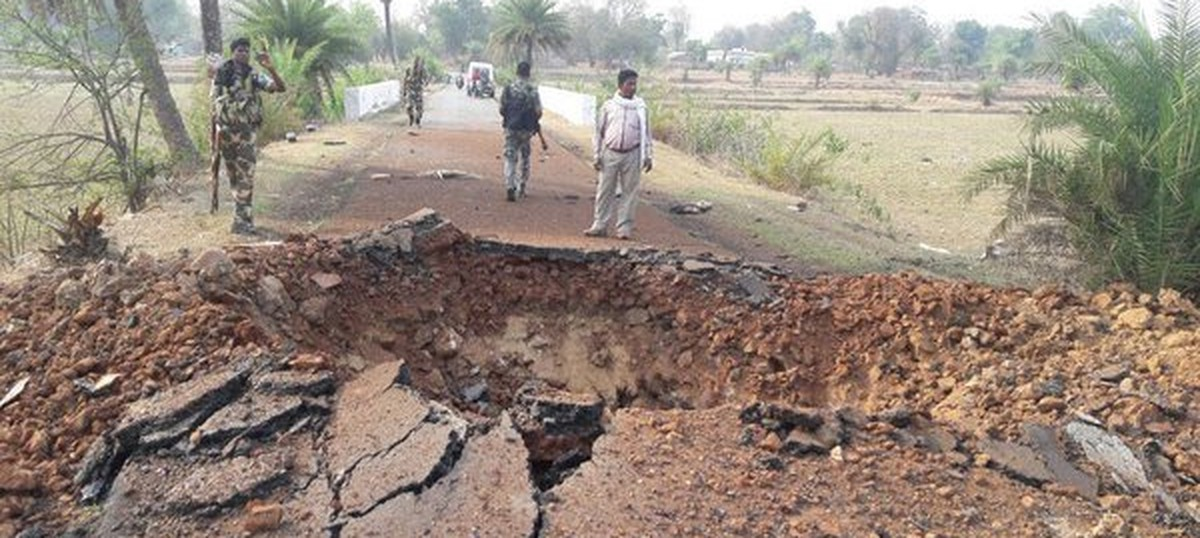 What does India's fiscal deficit have to do with the war in Chhattisgarh?