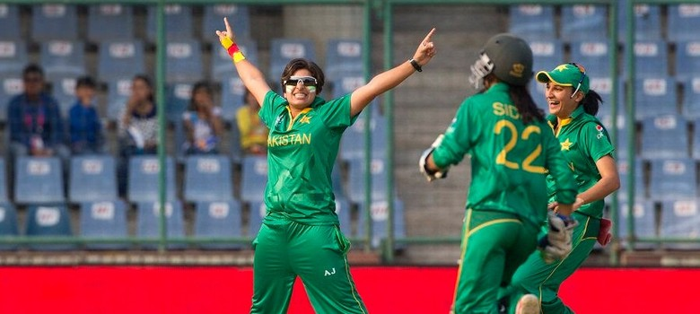 Women's World T20: Pakistan win against India after match halted because of rain