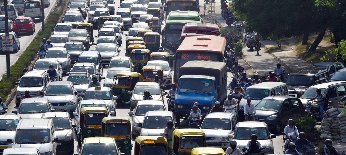 Traffic jams all over Delhi as diesel taxi drivers protest against decision to bar them from plying