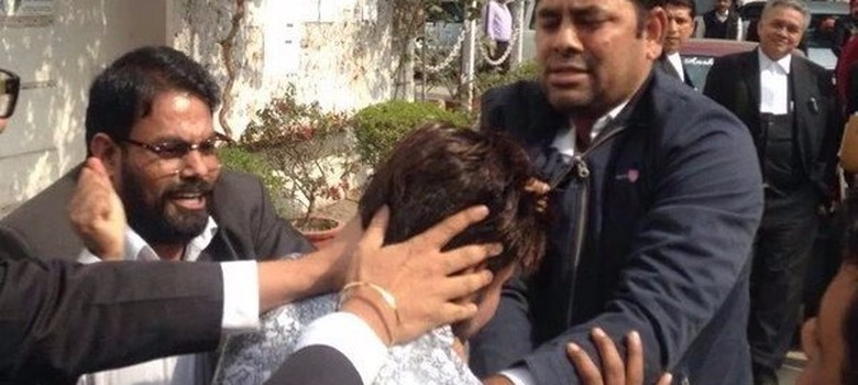 'We'll break your phones and your bones': Journalists and JNU students attacked in court