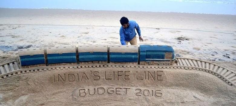 भारतीय रेल जिन स्थायी समस्याओं से जूझ रही है उनके लिए नया बजट क्या राह दिखाता है?