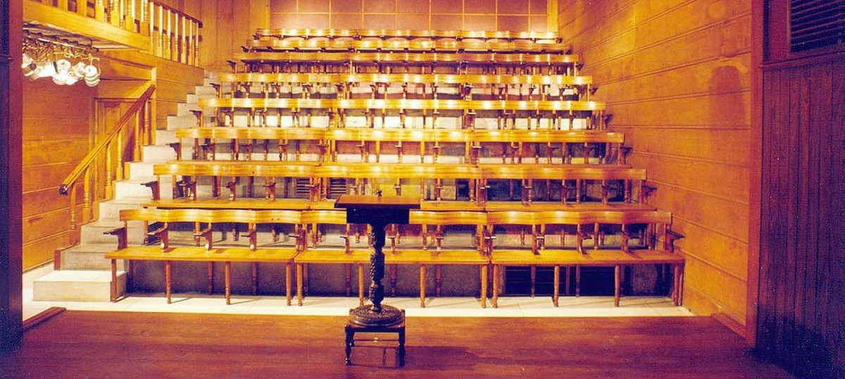 The lights are on, but are flickering, at Delhi's Akshara Theatre