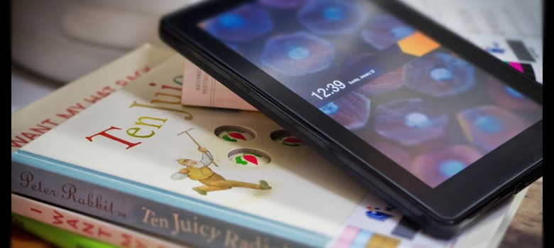 Why are readers abandoning e-reading to return to paper books?
