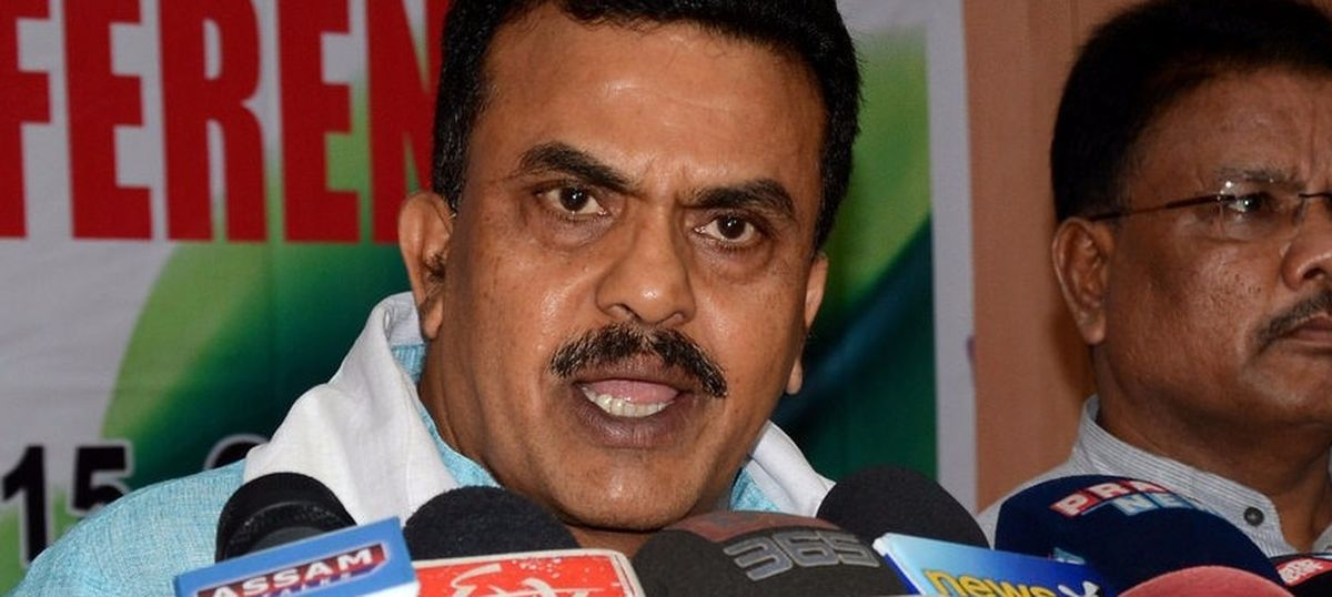 Mumbai: Maharashtra Navnirman Sena leader injured in clash with hawkers outside Malad station