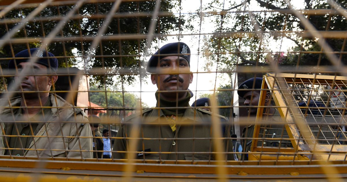 Rape accused, who allegedly killed his mother while on bail, escapes police custody in Mumbai