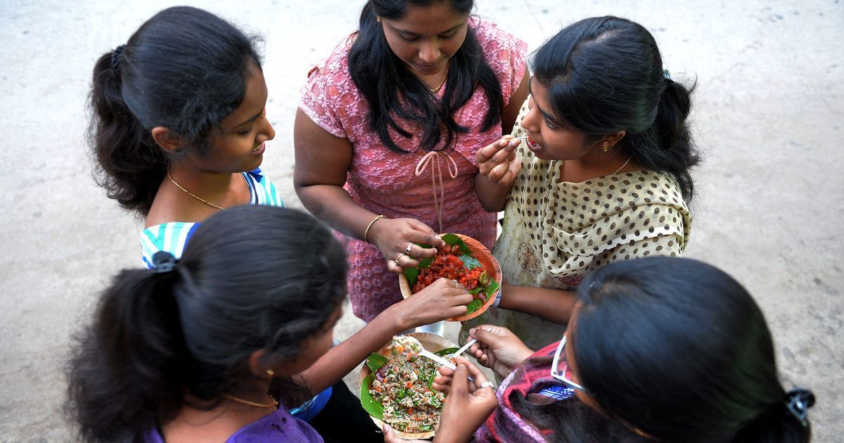 Indian women have trouble staying away from fatty snacks, reveals data from a million food logs