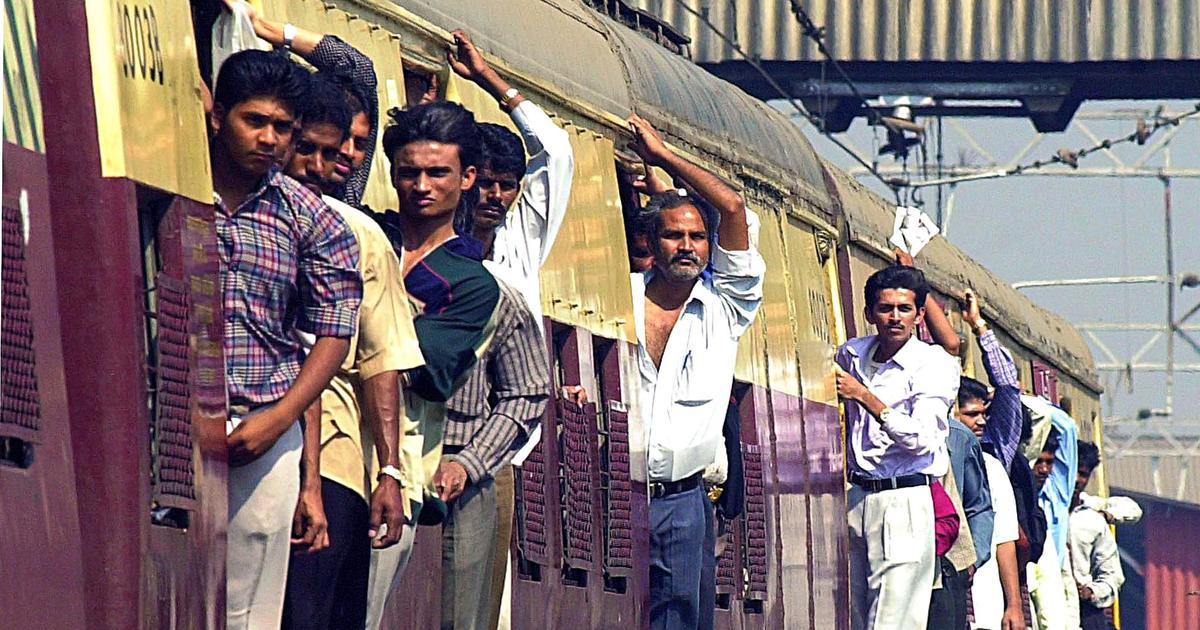 रेलयात्रियों को एक सितंबर से यात्रा बीमा के लिए शुल्क देना होगा