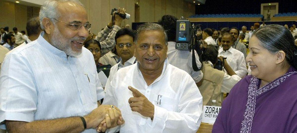 प्रधानमंत्री की अध्यक्षता वाली समिति ने शिवपाल यादव के दामाद को नियमों के विरुद्ध नियुक्ति दी