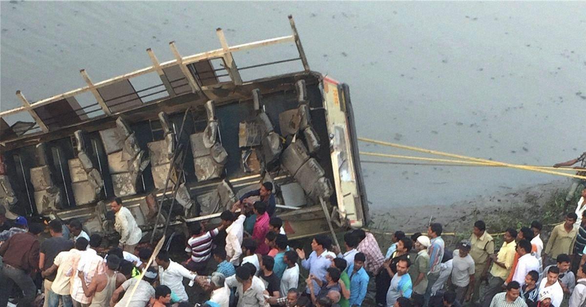 उत्तर प्रदेश : सड़क हादसे में 16 लोगों की मौत