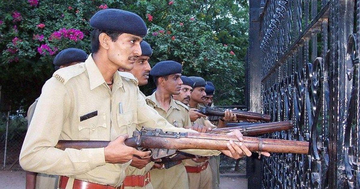 एमबीए और इंजीनियरिंग करने के बावजूद गुजरात के युवा पुलिस में सिपाही क्यों बनना चाहते हैं?