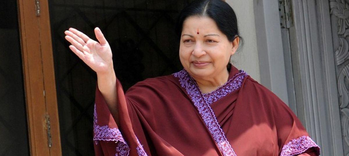 तमिलनाडु की मुख्यमंत्री जे जयललिता का निधन, पन्नीरसेल्वम नए मुख्यमंत्री बने